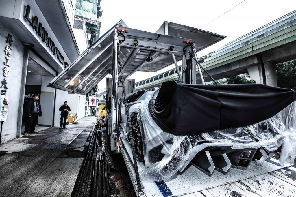 Lamborghini Veneno arrives at Hong Kong Lamborghini on the back of a flatbed lorry
