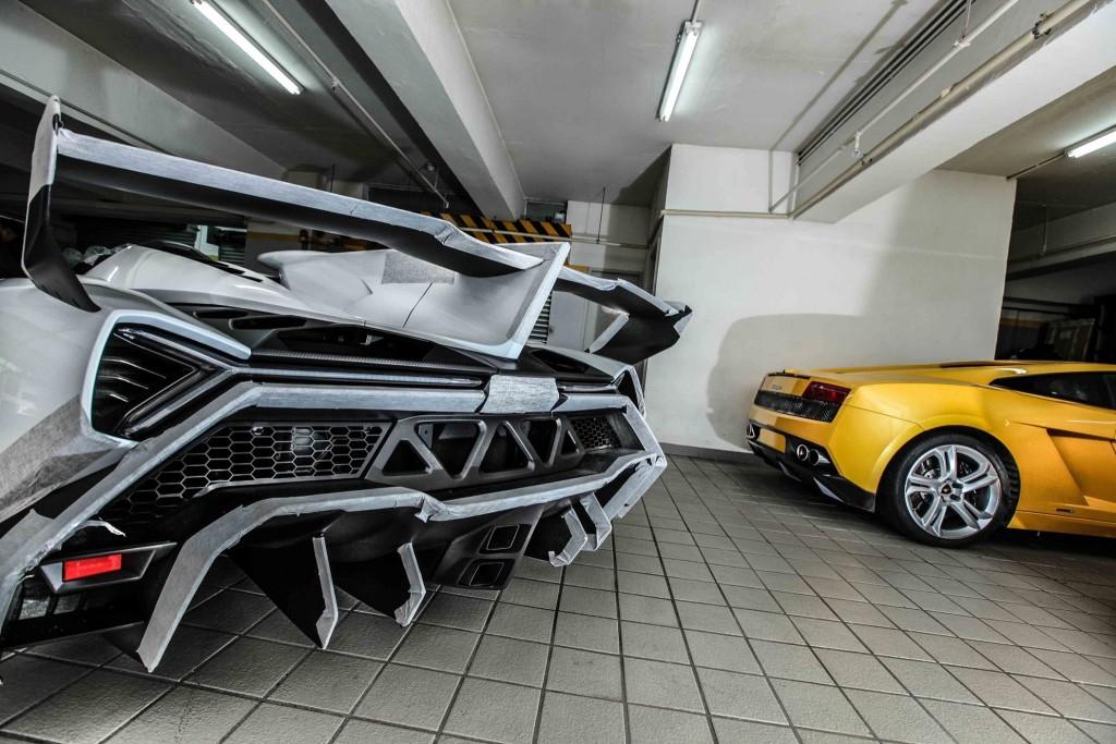 Striking wing and rear of the Lamborghini Veneno